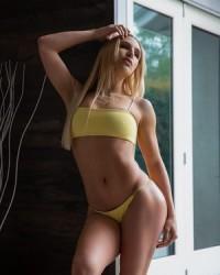 Горячая блондинка Abella Danger с красивой попой