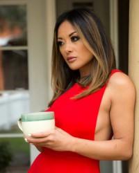 Сексуальная азиатка в чулках Kaylani Lei