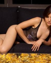 Худенькая Sasha Grey позирует обнаженная и в сексуальном белье