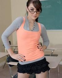 Саша Грей примерила образ развратной студентки